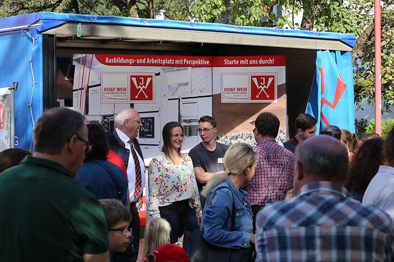 Info-Stand beim Hundinger Apfelmarkt